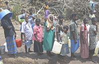 Wanni_IDPs_Queueing_for_Water