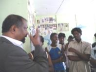 குழந்தைப் போராளிகளுடன் எம் கோபாலகிருஸ்ணன்.